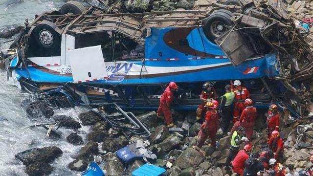 Khúc cua ma quỷ nuốt xe khách, 48 người thiệt mạng - Ảnh 2.