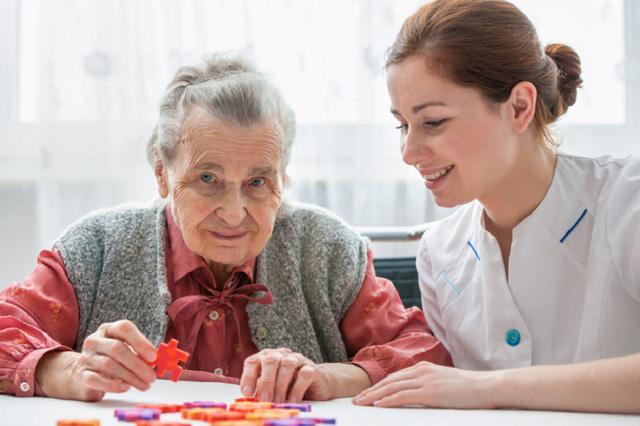 Kích thích não sâu - phương pháp mới giúp chậm diễn tiến bệnh Alzheimer - Ảnh 1.