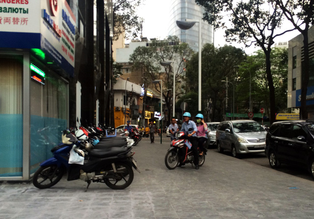 Bãi giữ xe quận 1 sau yêu cầu tạm đình chỉ của ông Đoàn Ngọc Hải - Ảnh 6.