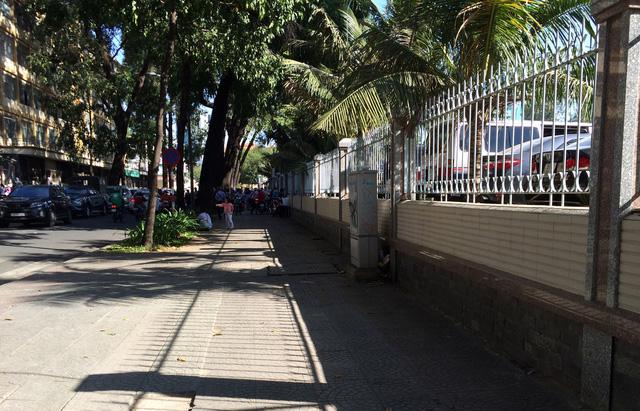 Bãi giữ xe quận 1 sau yêu cầu tạm đình chỉ của ông Đoàn Ngọc Hải - Ảnh 8.