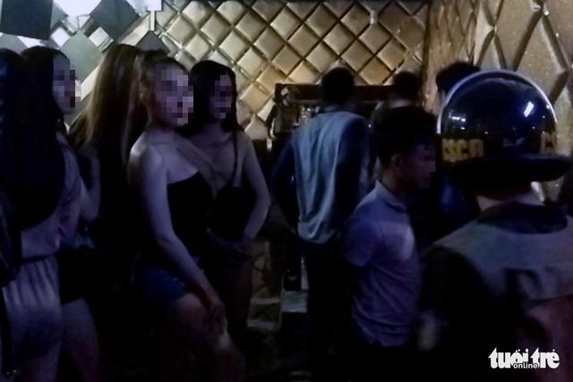 Lại phát hiện 80 thanh niên dính ma túy trong bar ở Biên Hòa - Ảnh 3.