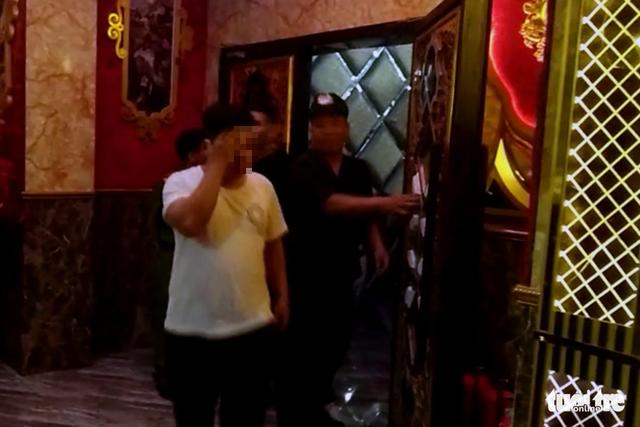 Lại phát hiện 80 thanh niên dính ma túy trong bar ở Biên Hòa - Ảnh 4.