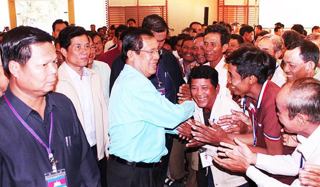 Thủ tướng Campuchia góp gần 150 ngàn đô lập Quỹ xích lô - Ảnh 2.