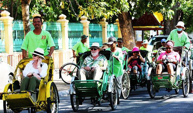 Thủ tướng Campuchia góp gần 150 ngàn đô lập Quỹ xích lô - Ảnh 3.