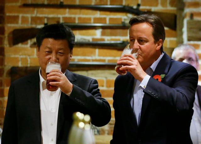 Ăn tối và chụp ảnh với cựu thủ tướng Anh giá bao nhiêu? - Ảnh 1.
