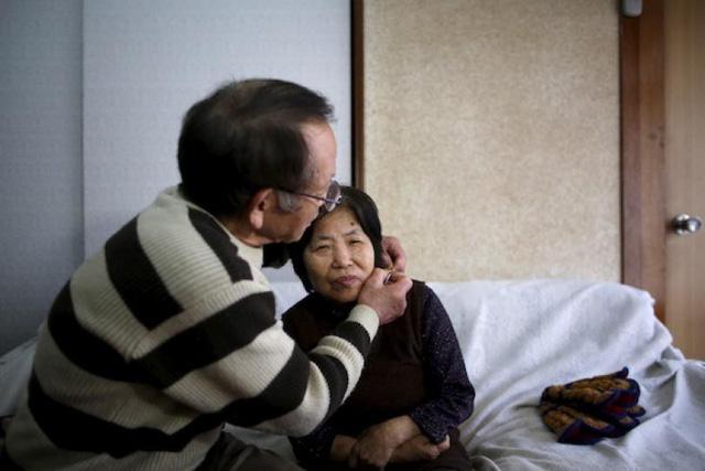 Kích thích não sâu - phương pháp mới giúp chậm diễn tiến bệnh Alzheimer - Ảnh 2.