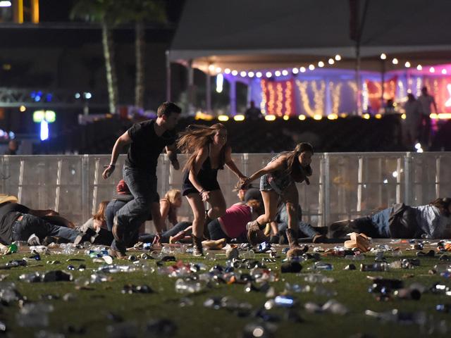 Công bố hàng trăm trang tài liệu về thảm sát Las Vegas - Ảnh 2.