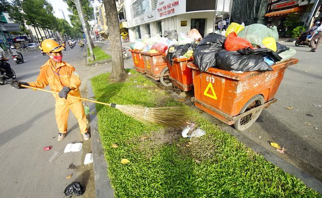 Công nhân vệ sinh ngày càng khốn khó - Ảnh 4.