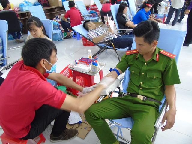 """Hơn 600 đơn vị máu tại ngày hội hiến máu """"Chủ nhật đỏ"""" - ảnh 2"""