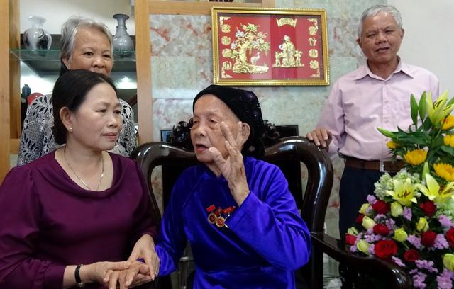 Chúc thọ 70 cụ già tròn 100 tuổi - Ảnh 1.