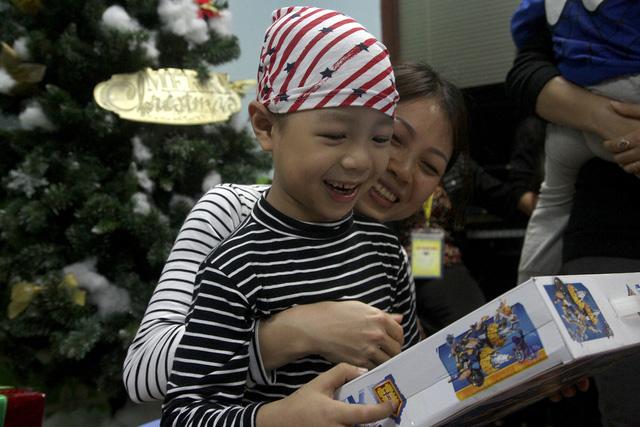 Hơn 200 điều ước được thực hiện cho bệnh nhi ung thư - Ảnh 1.