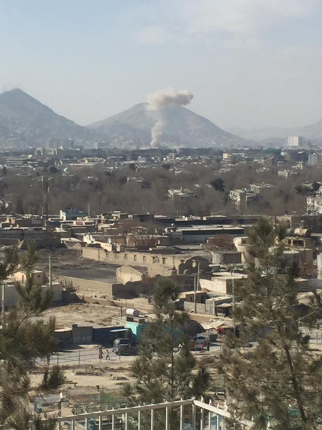Đánh bom xe cứu thương ở Afghanistan, ít nhất 95 chết - Ảnh 2.