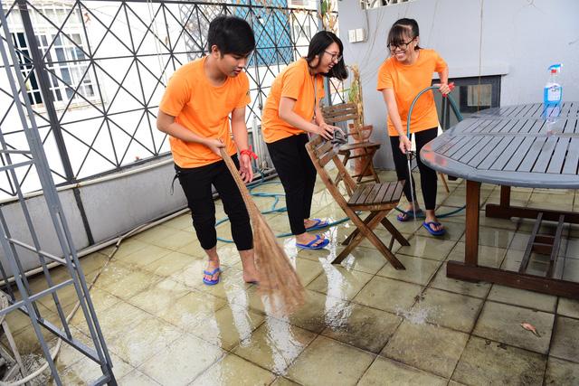 Sinh viên TP.HCM giúp việc nhà làm từ thiện mùa Tết - Ảnh 5.