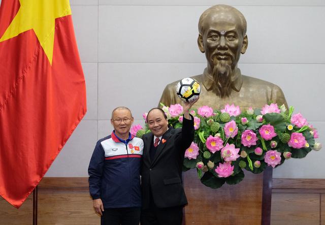 Thủ tướng trao huân chương cho thầy trò U23 Việt Nam - Ảnh 1.