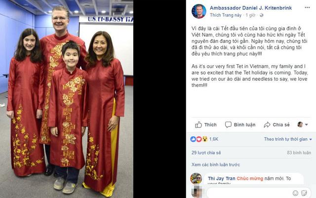 Gia đình đại sứ Mỹ khoe áo dài đón Tết Việt - Ảnh 1.