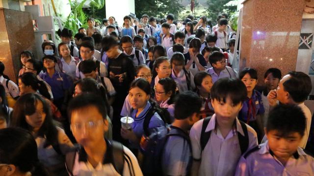 Học sinh các nước có oải vì học thêm không?  - Ảnh 1.
