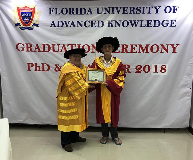 Một nông dân Việt Nam nhận bằng Tiến sĩ danh dự của Mỹ - Ảnh 1.