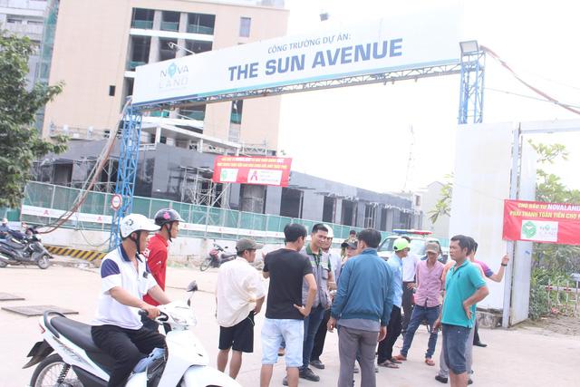 Công nhân thi công tập trung phản đối dự án The Sun Avenue - Ảnh 2.