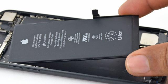 Người Việt đi kiện Apple vì cố tình làm chậm iPhone cũ - Ảnh 1.