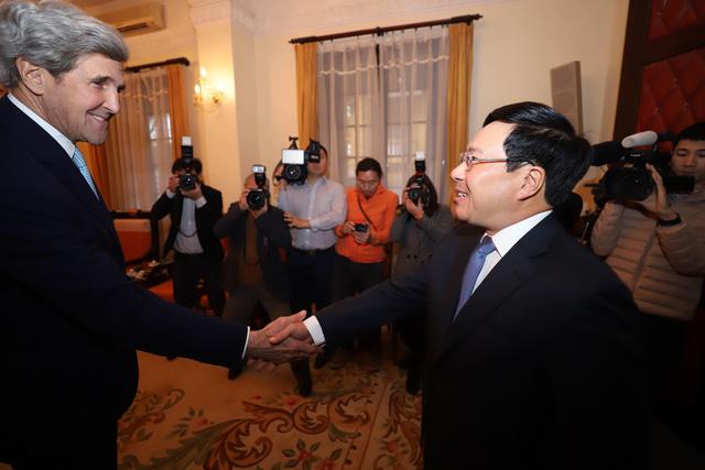 Ông John Kerry: Quan hệ Việt Nam - Hoa Kỳ vững mạnh và tích cực - Ảnh 1.