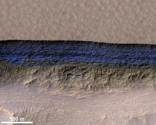 Phát hiện lớp băng khổng lồ dưới bề mặt sao Hỏa - Ảnh 1.