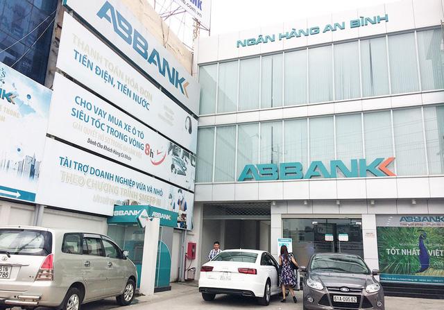 Đề nghị truy tố nguyên giám đốc ngân hàng nhận lót tay 800 triệu - Ảnh 1.