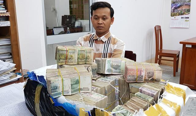 Gom lúa từ Campuchia nhập lậu vào Việt Nam kiếm tiền tỉ - Ảnh 1.