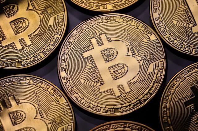 Năm 2018, các tập đoàn tài chính muốn quản lý Bitcoin? - Ảnh 1.