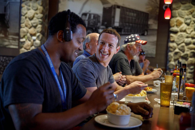 Facebook sẽ ưu tiên tin tức địa phương đến người dùng - Ảnh 1.