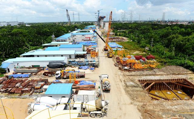 Cao tốc Bến Lức - Long Thành đang được xây dựng đoạn qua huyện Nhà Bè, TP.HCM - Ảnh: QUANG ĐỊNH