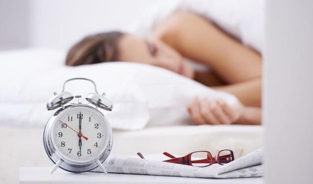 Ngủ nướng thứ bảy có thể bù cho cả tuần thiếu ngủ? - Ảnh 1.