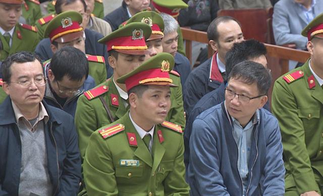 Trinh Xuân Thanh (bìa phải) và các bị cáo tại phiên tòa