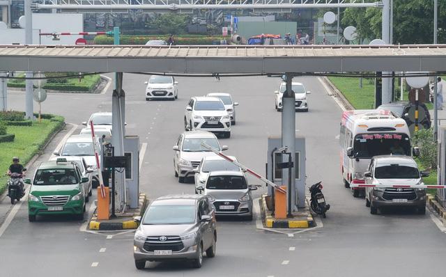 Thu phí BOT vào sân bay: Cục bảo dừng, ACV nói chờ Bộ GTVT - Ảnh 1.