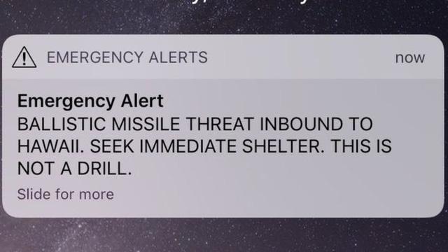 Hawaii báo động nhầm tên lửa đạn đạo đang bay tới - Ảnh 1.