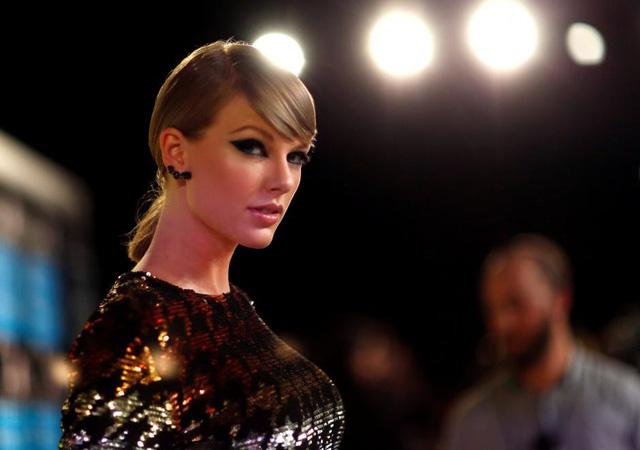 Người sờ mông Taylor Swift chật vật có việc làm chốn tỉnh lẻ - Ảnh 2.