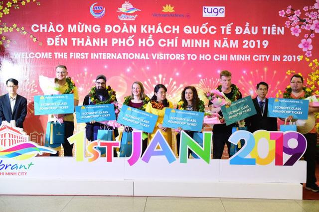 TP.HCM đón những vị khách xông đất năm 2019 - Ảnh 2.
