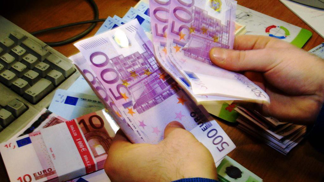 Tờ tiền 500 euro sắp đi vào dĩ vãng - Ảnh 1.