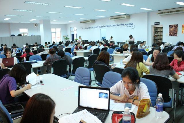 Sinh viên nháo nhào vì trường cấm mang sách photo vào phòng thi - Ảnh 1.