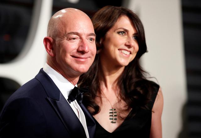 Tỉ phú Jeff Bezos ly hôn ngay vì sợ bị công bố điều tra ngoại tình - Ảnh 2.