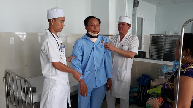 Cứu bệnh nhân bị liệt do té xe gãy cổ - Ảnh 1.