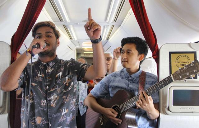 Hàng không quốc gia Indonesia mang nhạc sống lên bầu trời - Ảnh 1.