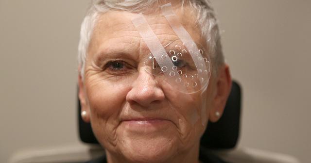 Chăm sóc mắt sau phẫu thuật đục thủy tinh thể - Ảnh 1.