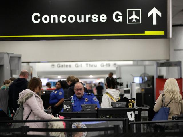 Chính phủ Mỹ đóng cửa, ngành hàng không lãnh đủ - Ảnh 1.