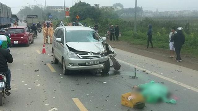 Xe Innova  7 chỗ lấn làn đâm hai người chạy xe máy chết tại chỗ - Ảnh 1.