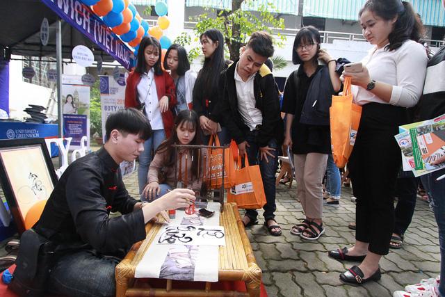 Sôi nổi ngày hội tư vấn tuyển sinh - hướng nghiệp 2019 tại Đà Nẵng - Ảnh 9.
