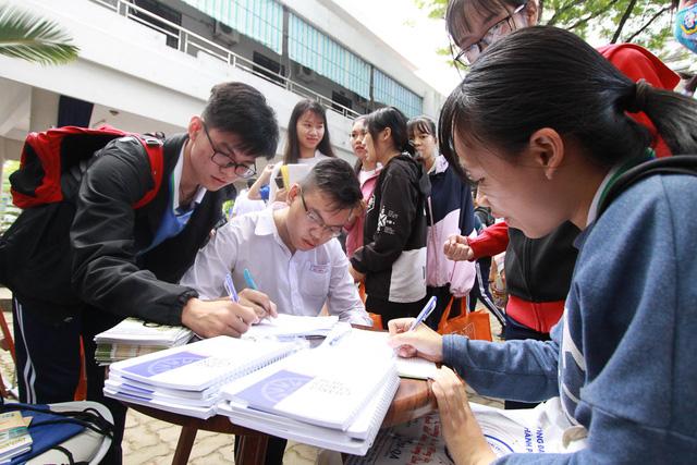Sôi nổi ngày hội tư vấn tuyển sinh - hướng nghiệp 2019 tại Đà Nẵng - Ảnh 10.