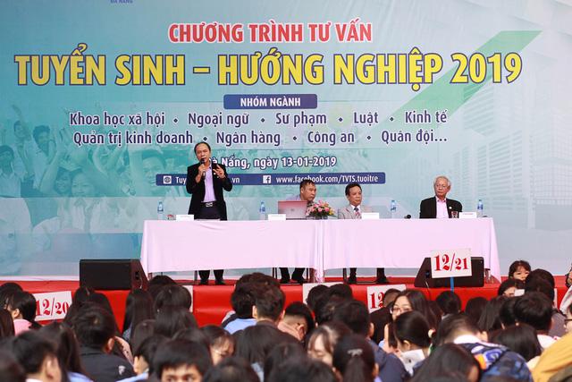 Sôi nổi ngày hội tư vấn tuyển sinh - hướng nghiệp 2019 tại Đà Nẵng - Ảnh 2.