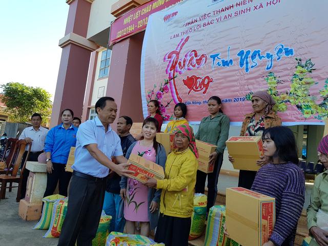 Trao 550 phần quà cho bà con nghèo ở Tây Nguyên  - Ảnh 1.
