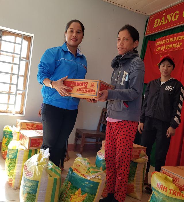 Trao 550 phần quà cho bà con nghèo ở Tây Nguyên  - Ảnh 2.