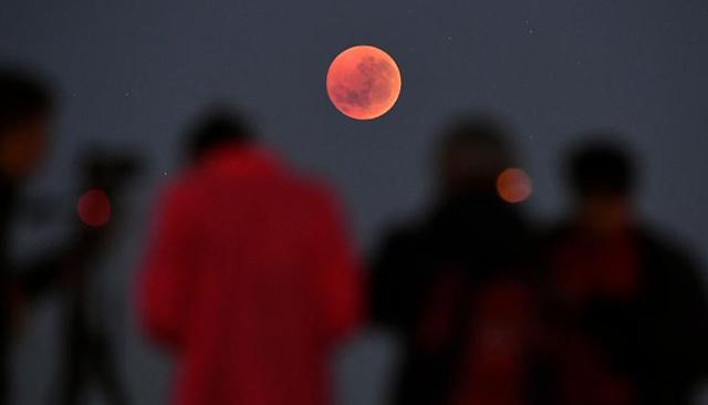 'Siêu trăng máu' xuất hiện chào năm mới - Ảnh 1.